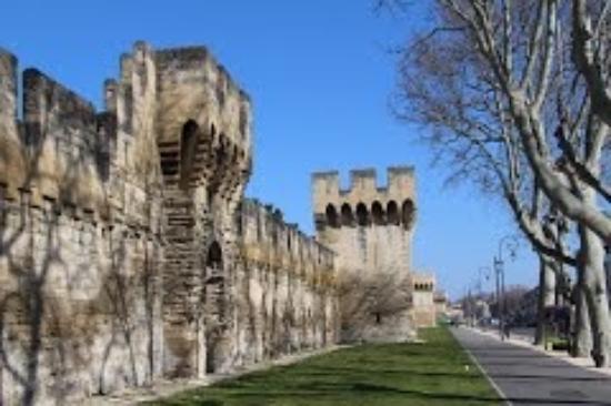 Ibis Budget Avignon Centre : Vue remparts