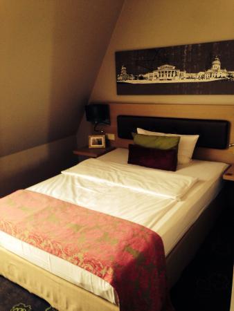 Hotel Gendarm Nouveau: Small room
