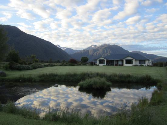 Fox Glacier Mountainview Bed and Breakfast : B&B with stunning views