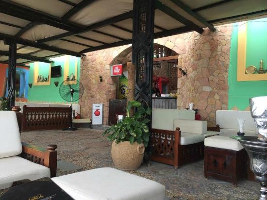 Granada Restaurant & pub: wonderful comfortable seating