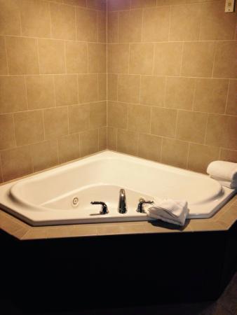 Hilton Garden Inn Gatlinburg Downtown : Whirlpool Tub