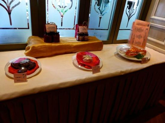 Chijmes Lei Garden Restaurant : At the Entrance, display of seasonal dishes.