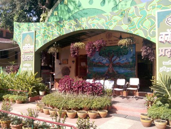 Shanti Kunj Gayatri Parivar Haridwar: Outside Meditation hall