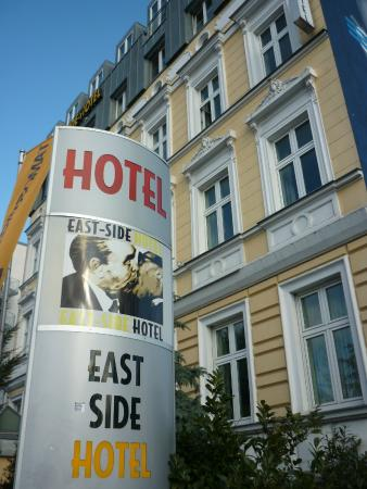 East Side City Hotel: Esterno