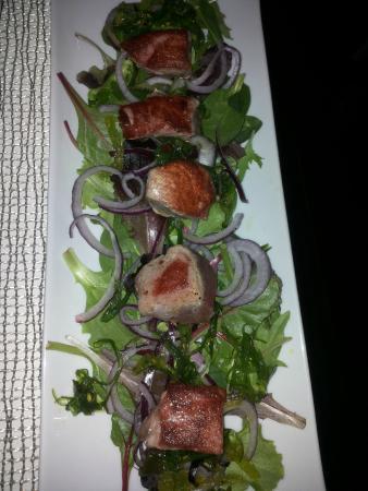 Nunu Restaurant: Feldsalat mit angebratenem rotem Thunfisch, ca. 12€