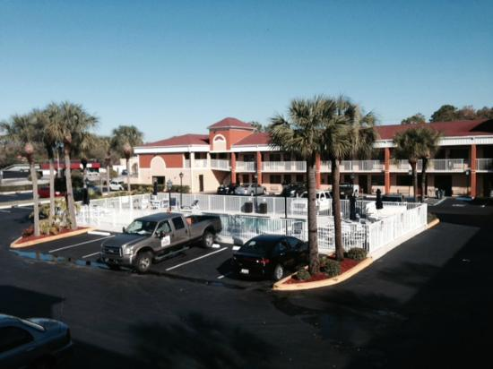 Howard Johnson Express Inn & Suites South Tampa Airport : Vista do hotel