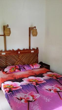 Periyar Mist Homestay: the new flowers sheets!