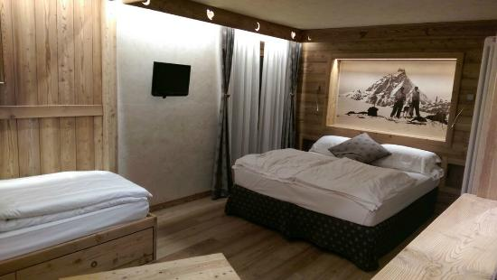 Hotel Miravidi: 3 beds superior room