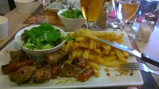 La Tourtiere Restaurant : Frites et brochette de merguez