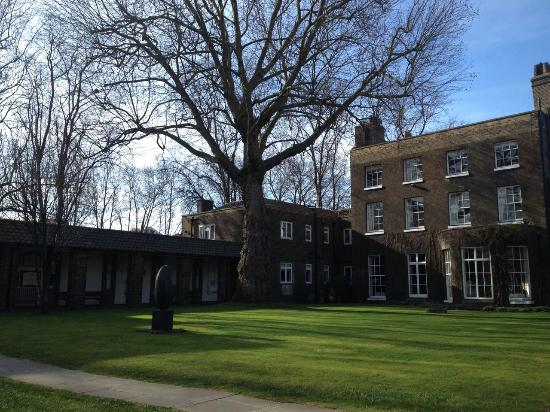 The Royal Foundation of St Katharine: The garden