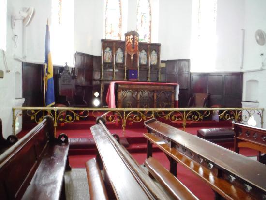 St. John's Parish Church : side alter
