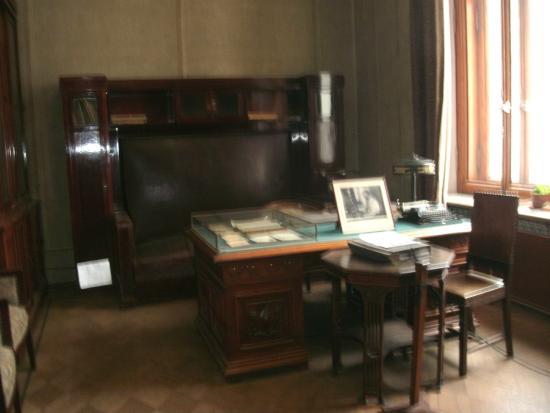 Gorky's House (Ryabushinsky Mansion) : Это рабочее место Алексея Максимовича Горького