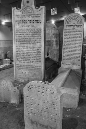 Chatam Sofer Memorial: Cemetery