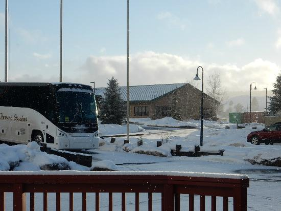 Quality Inn : Our coach with plenty of room to park