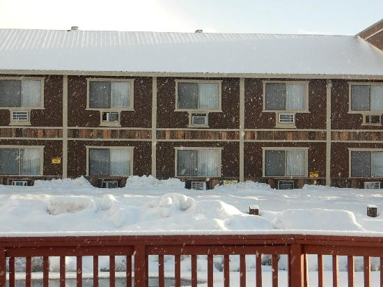 Quality Inn: across from patio our 1st floor rooms