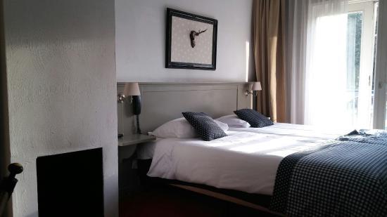 Landgoedhotel Villa Vennendal: Schattige kamer aan galerij