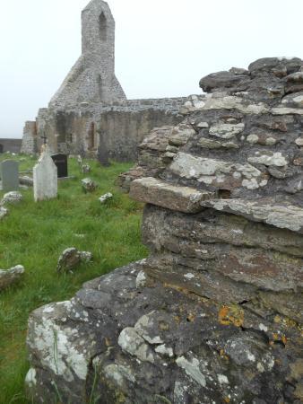 Ballinskelligs Old Burial Ground: Skellig ring: Ballinskelligs Priory, scorcio del monastero medievale
