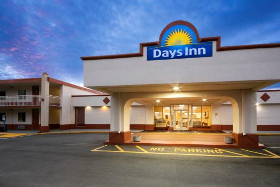 Days Inn Shelby : Exterior Night View