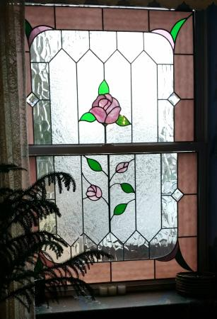 The Roosevelt Inn: One of Many Stained Glass Windows in the Dining Room