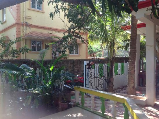 Gabriels Guest House: Entry Gate