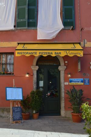 Ristorante Pizzeria Vulnetia: Entry Way