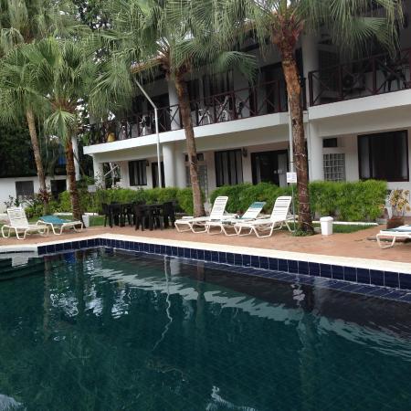 Villas Mymosa : View across pool