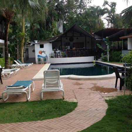 Villas Mymosa : Walkway to pool
