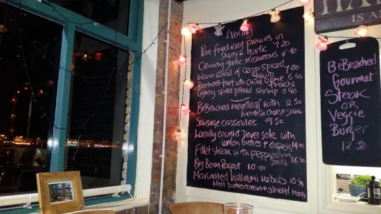 BeBeached: Enticing menu & view over the harbour