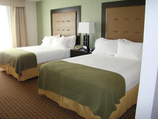 Holiday Inn Express Harrington: Double Queen room
