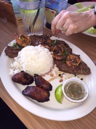 Habanos Oceanfront : Couldn't keep my hands off the skirt steak. So good.