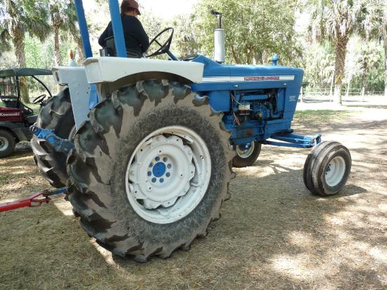 Green Meadows Petting Farm : Tractor for hayrides
