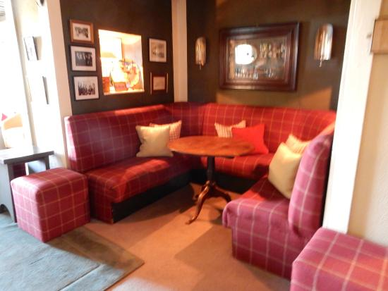 Gregans Castle Hotel: Cozy alcove in bar