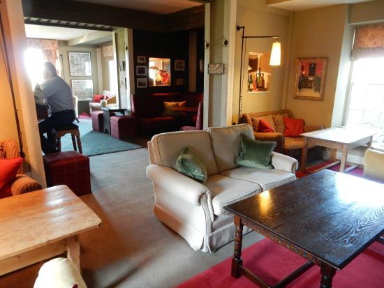 Gregans Castle Hotel: Bar area