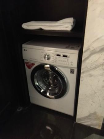 Leofoo Residences : Washer/Dryer in bathroom