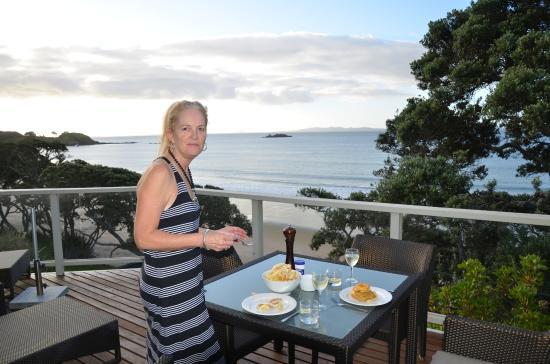 Beach Lodge: Dinner on our balcony