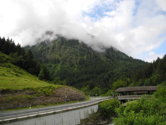 Ostrachwellen: Sicht auf die Strasse