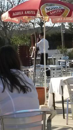 Los Almendros Restaurante: Camarero impresentable