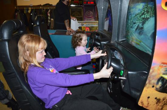Saco Valley Sports Center: Two little ones driving in arcade