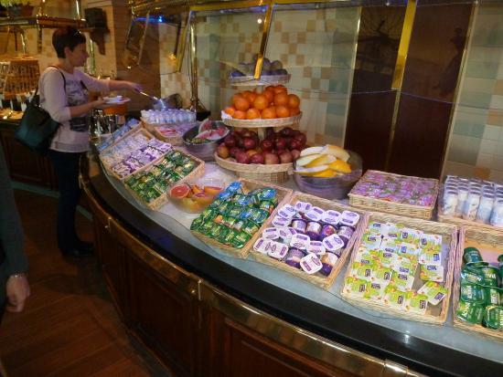 Disneyland hotel chessy voir les tarifs 2 274 avis et for Piscine disneyland hotel