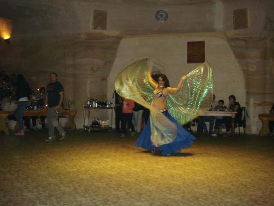 Uranos Restaurant - Türk Gecesi Gösterisi: Dansözün şovu çok iyidi