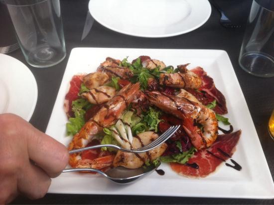 Ensalada de langostinos chipirones jam n y tomate - Ensalada de langostinos ...