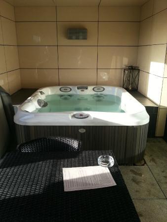 420a9a0f15 hot tub - Picture of Casa Hotel