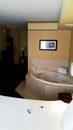 SpringHill Suites Erie: Jacuzzi