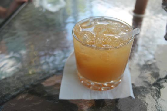 Cafe Bar Carizma: Rum punch