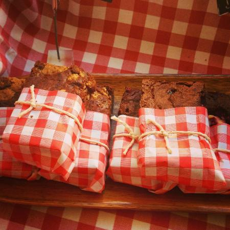 Maialino Deli & Cafe: Delicious Brownies!