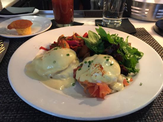Atlantic Grill: Smoked Salmon Benedict