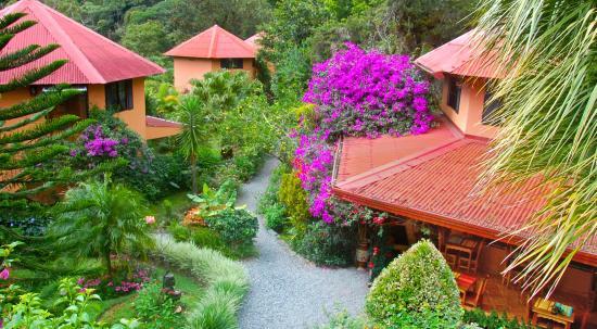 Boquete Garden Inn: Ariel view front of hotel
