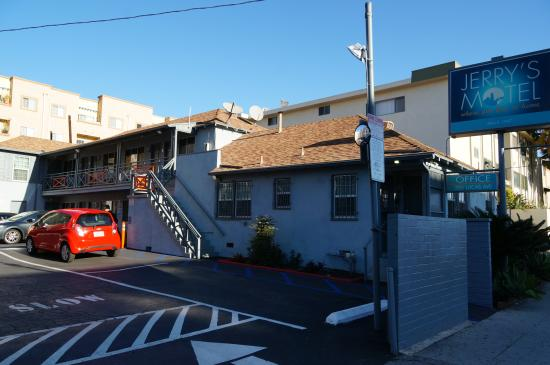 Jerry's Motel : motel exterior