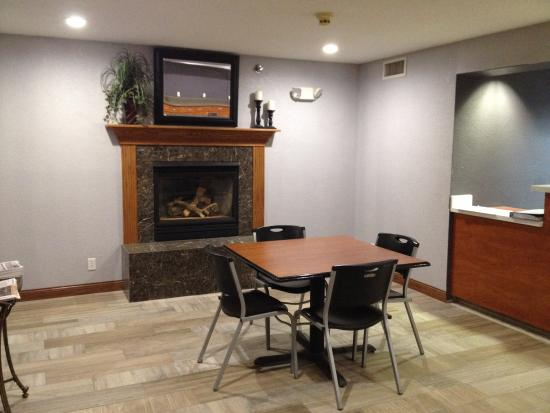 Microtel Inn & Suites by Wyndham Ames: Dining area