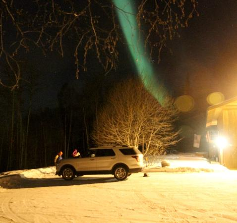 Lizzie's Nest Bed and Breakfast: Aurora from driveway